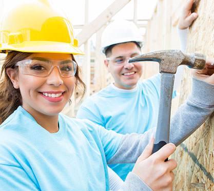 Helfer beim Hausbau