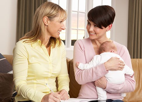 Ergotherapeutin mit Junge