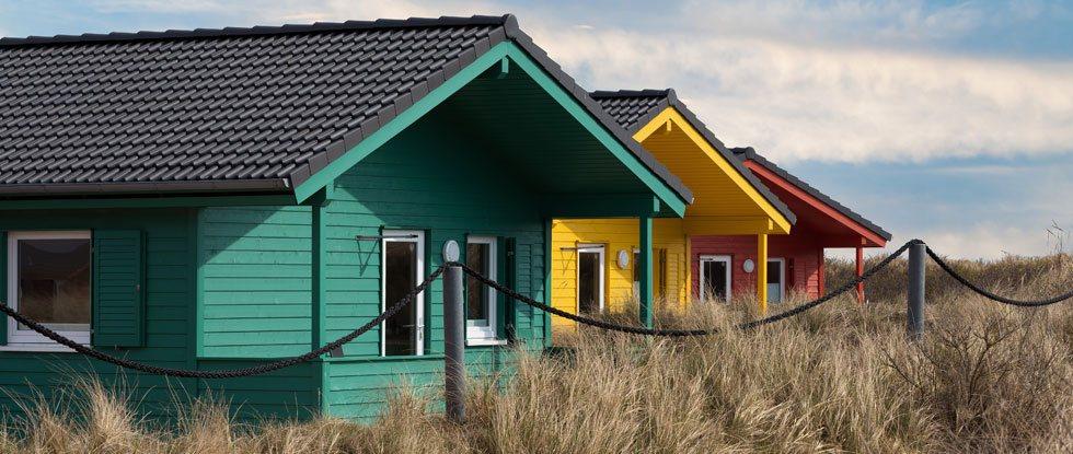 Farbenfrohe Ferienhäuser