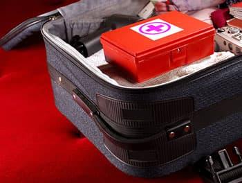 Koffer mit der Reiseapotheke