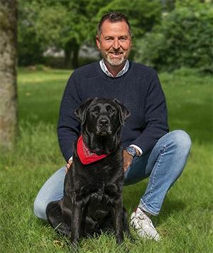 Hundeexperte Ralf Becker mit Hund Ayka